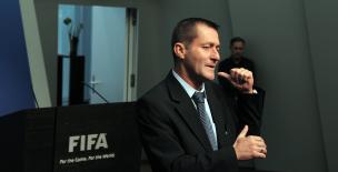 Serge Dumortier, de l'humanitaire au football international